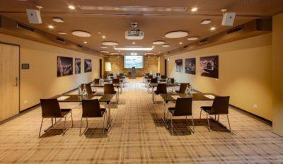 Meeting und Seminarraum im Konferenz Hotel im Peaks Place in Flims Laax Falera, Schweiz