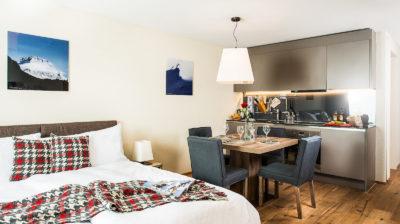 Wohnküche im 1.5 Zimmer Apartment Peaks Place, Ferienwohnung in Laax mieten