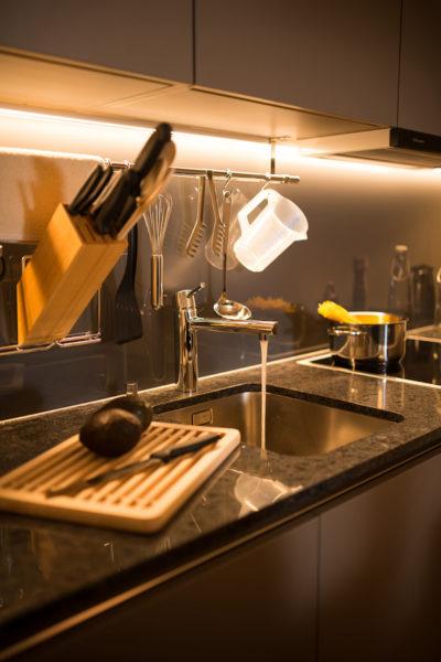Ausgestattete Küche in der Ferienwohnung in Laax im Aparthotel Peaks Place
