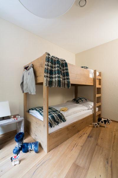 Etagenbett für zwei Personen in der Ferienwohnung in Laax im Apartment Hotel Peaks Place
