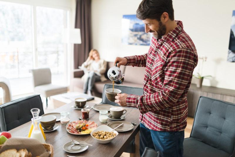 Frühstück im Apartment im Peaks Place, dem Aparthotel in Laax