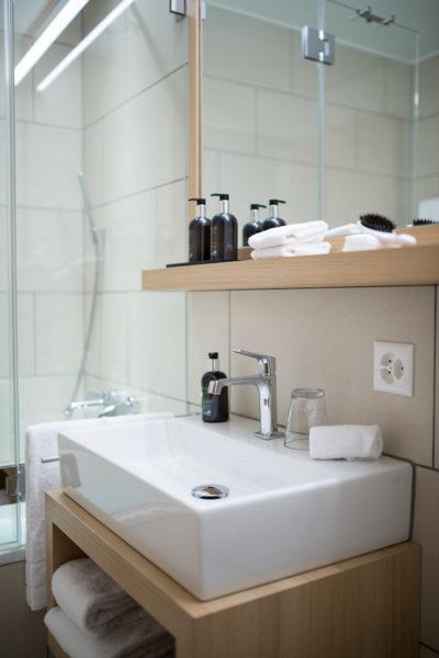 Badezimmer in der Ferienwohnung in Laax im Aparthotel Peaks Place