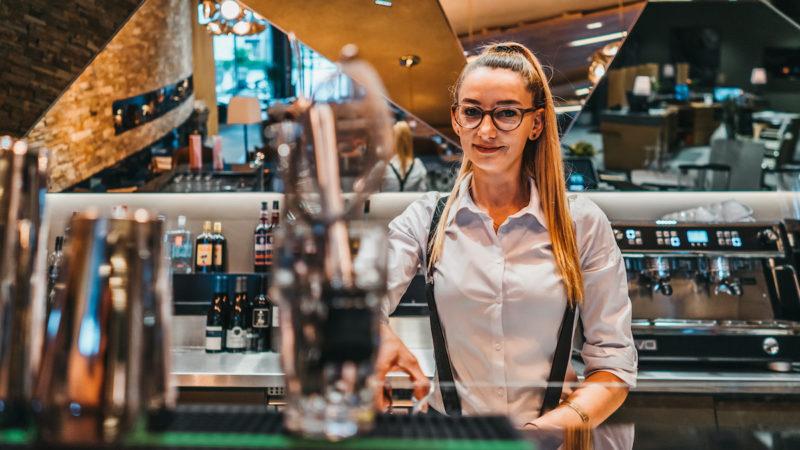 bartender at bar in peaks restaurant s'nani laax