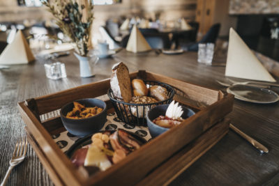 Frühstück im Restaurant snani im Peaks Place in Laax