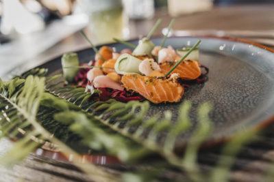 Vorspeise mit Fisch im Restaurant s'nani im Hotel Peaks Place in Laax