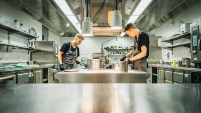 Küchenteam in Restaurant s'nani im Peaks Place in Laax